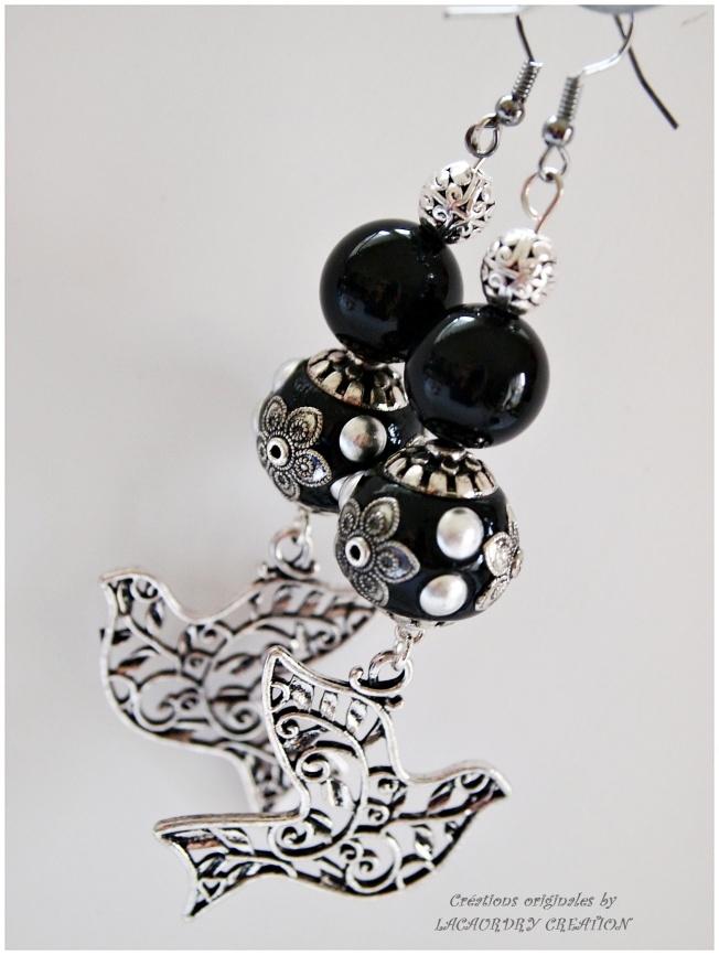boucles d'oreilles baroque agate noire et oiseau de dentelle 1